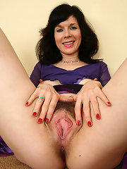 Mature hairy brunette pussy