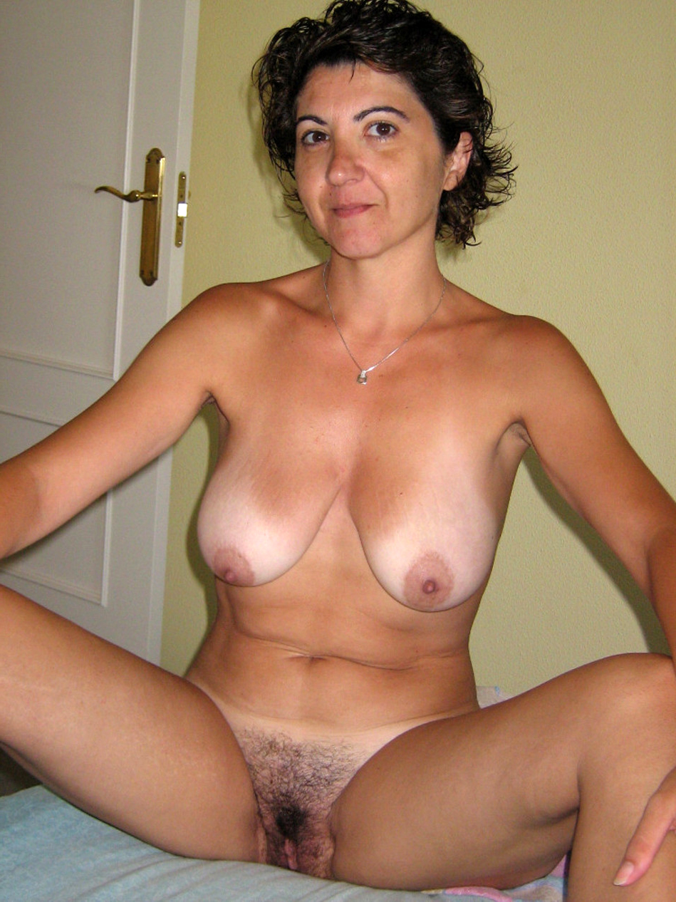 nude moms on bed